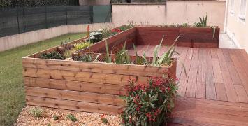 Création de jardinière en bois dans votre jardin