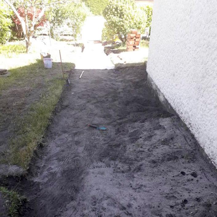 Photo avant travaux pour la création d'une allée de jardin