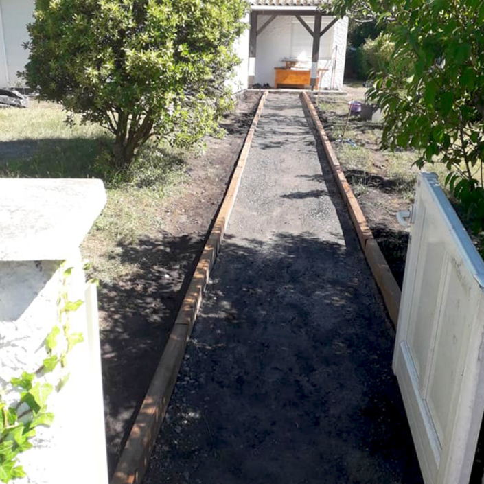 Travaux pour la création d'une allée de jardin