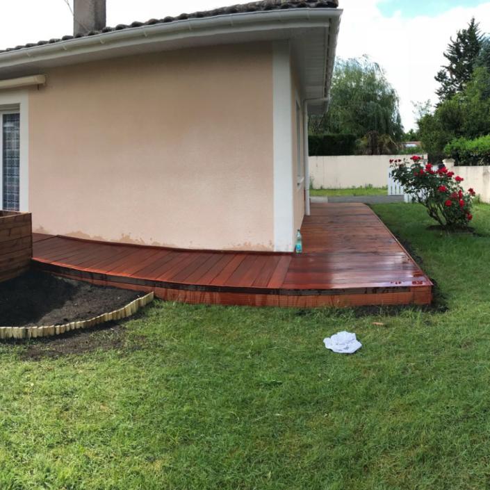 Création d'une terrasse en bois près de Bordeaux